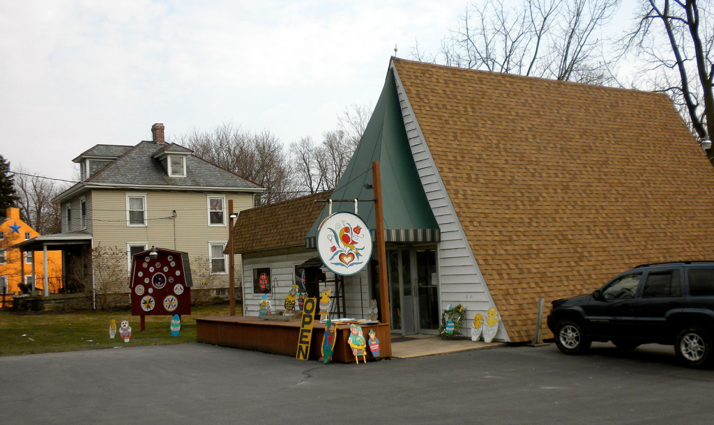 Souvenir shop in Lancaster County selling hex signs. Source: Wikipedia